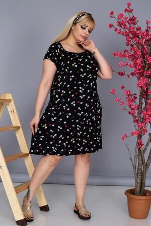 Angelino Fashion - Büyük Beden Kadın Krep Kruvaze Madonna Yaka Çiçek Desenli Yazlık Elbise BTR8854 Siyah (1)