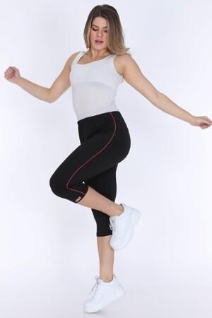 Angelino Fashion - Büyük Beden Kadın Kırmızı Çizgi Detay Kapri Şort 21180 Siyah (1)