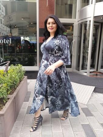 Angelino Butik - Büyük Beden Kadın Sandy Yırtmaç Detay Bel Lastik Kuşaklı Elbise VF1836 Siyah (1)