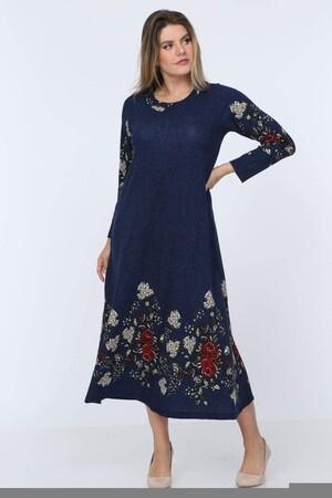 Angelino Fashion - Büyük Beden Örme Çiçek Detay Yuvarlak Yaka Uzun Elbise YM88 Lacivert (1)