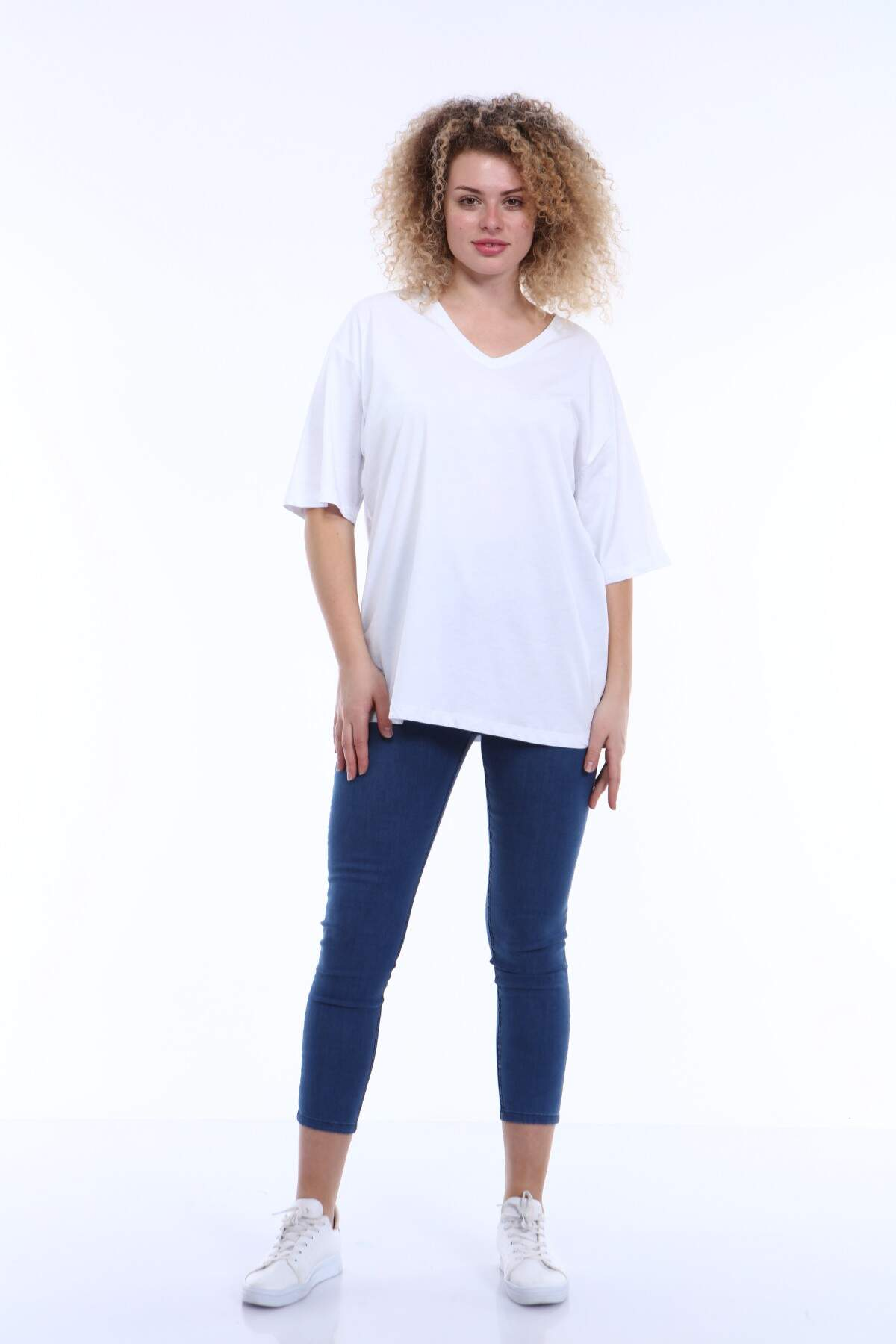 Büyük Beden V Yaka Beyaz T-shirt TC01