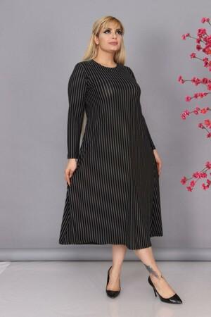 Angelino Fashion - Büyük Beden Viskon Yuvarlak Yaka Çizgi Desen Tesettür Elbise BTR6690 Siyah (1)