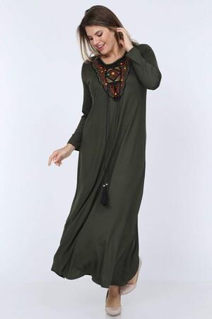 Angelino Fashion - Büyük Beden Yakası Örme Püskül Detaylı Uzun Elbise YM66 Haki (1)