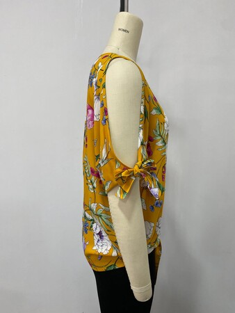 - Kol Detaylı Bluz (1)